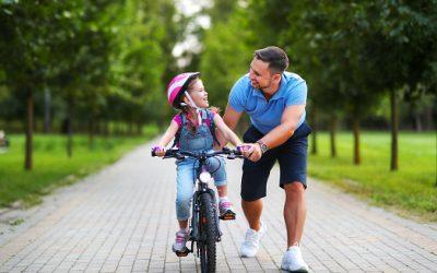 Il est important d'apprendre aux enfants à faire du vélo